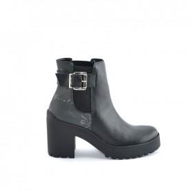 Alviero Martini ZI249 geo black ankle boots