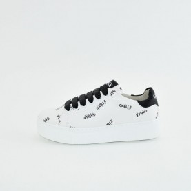 Gaelle G-190 white and black sneakers