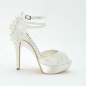 Menbur 07021 004 ivory lace sandal