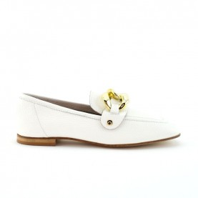Illuminal white leather loafer with chain